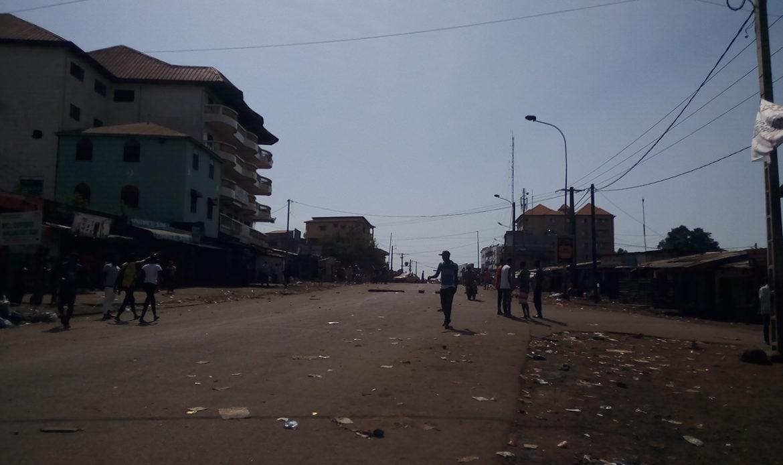 Il pleut des balles et des grenades lacrymo dans plusieurs quartiers de Conakry