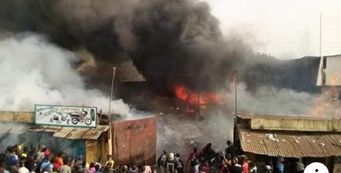 Guinée: deux incendies de marchés à la même heure, à des endroits différents