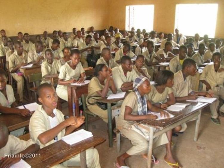 Guinée: les classes intermédiaires du primaire et des universités rouvrent en septembre