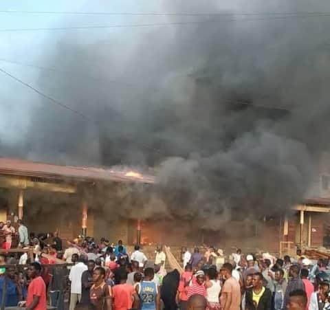 Incendie à Conakry : plusieurs boutiques partent en fumée