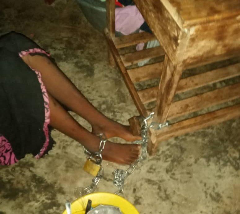 Mamou : Une fille de 15 ans enchaînée pendant 54 jours porte plainte