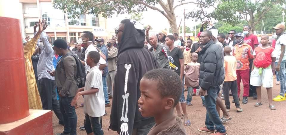 Labé: des citoyens manifestent pour réclamer le courant électrique