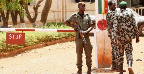 Inquiétudes au Mali après des coups de feu dans le camp militaire de Kati