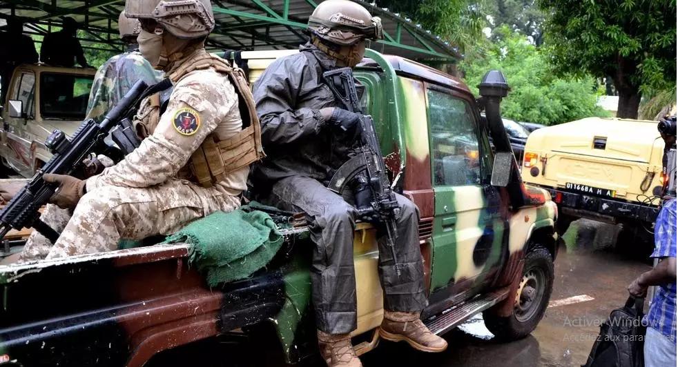 Mali: la junte rend visite aux familles influentes et à l'ex-président Moussa Traoré