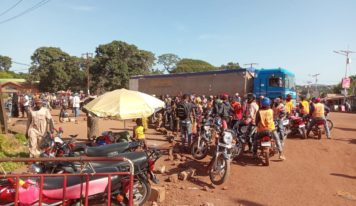 Labé: deux présumés bandits arrêtés et laminés par les conducteurs de taxi moto