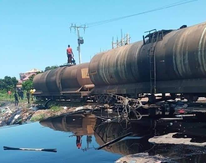 2 morts à Sonfonia, un train incendié, pillages à Matoto