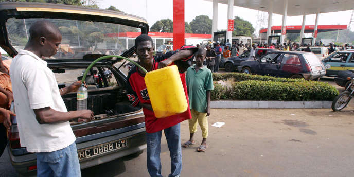 Le Gouvernement guinéen interdit la vente au noir du carburant…