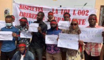 Guinée. Des journalistes manifestent pour exiger la libération d'Amadou Diouldé Diallo