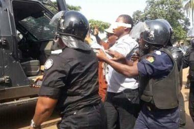 En séjour à Conakry, un étudiant espagnol accuse des forces de l'ordre de lui avoir retiré de l'argent et d'autres biens