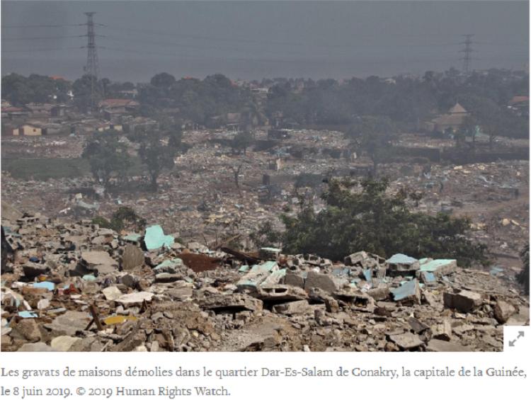 Les gravats de maisons démolies dans le quartier Dar-Es-Salam de Conakry, la capitale de la Guinée, le 8 juin 2019. © 2019 Human Rights Watch.