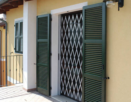 Guinée/Construction immobilière : du fer partout qui barricade les fenêtres des immeubles et maisons