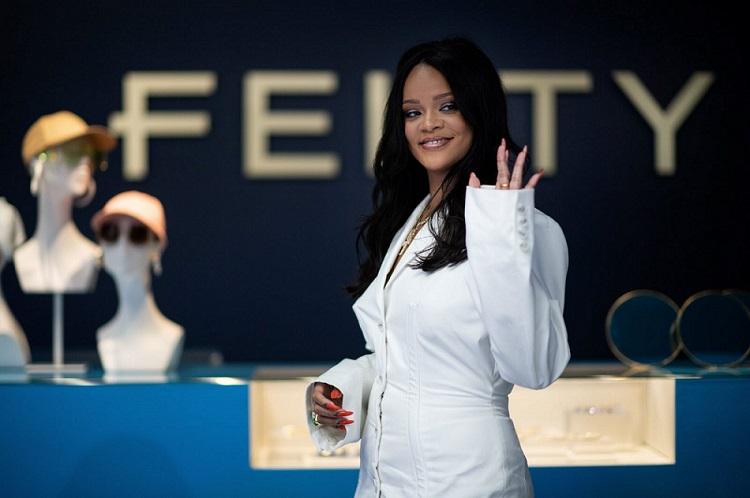 Rihanna est officiellement milliardaire et devient la musicienne la plus riche du monde